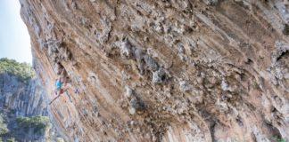 Charlotte Durif en séance grimpe- photo Josh LarsonCharlotte Durif climbing - photo by Josh Larson