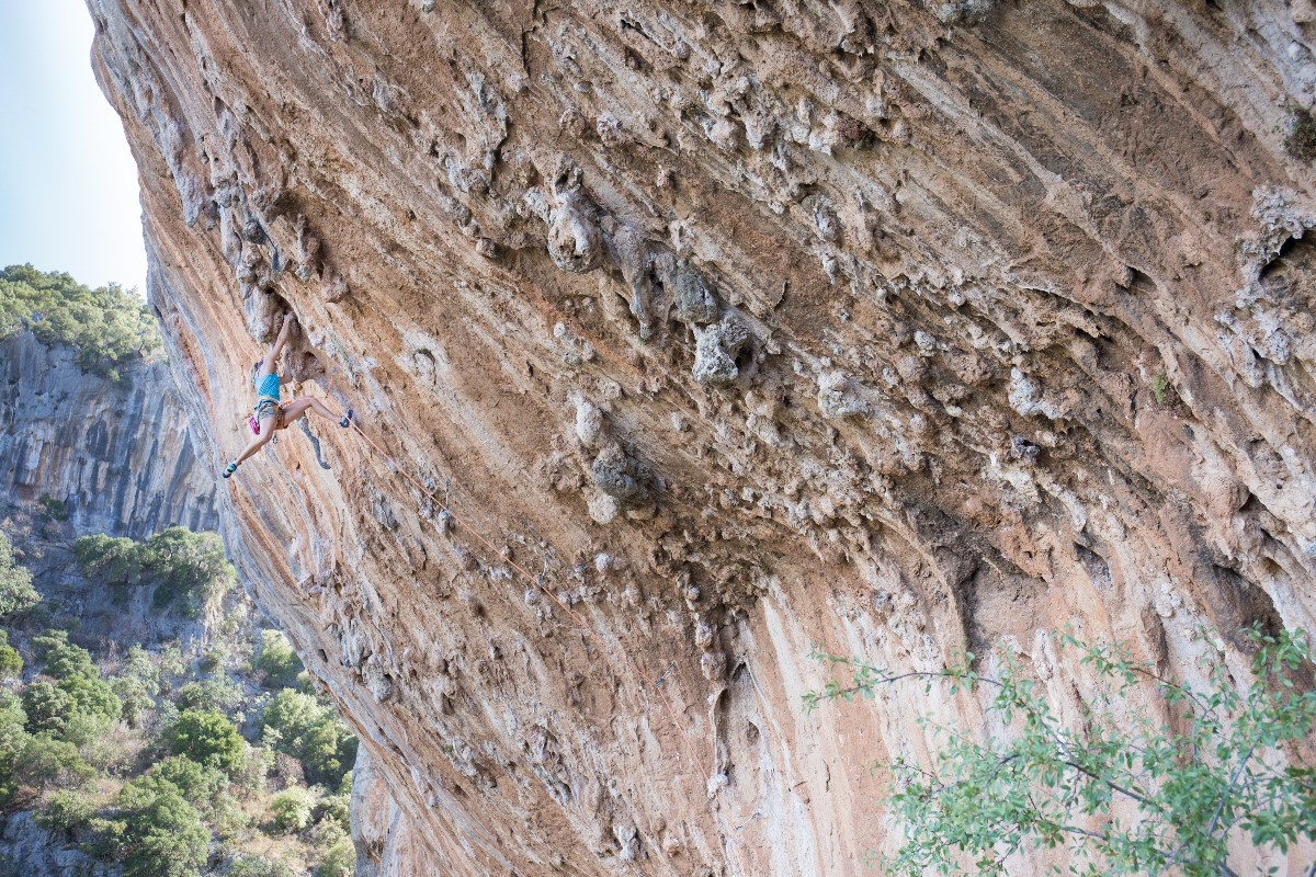 Charlotte Durif en séance grimpe- photo Josh LarsonCharlotte Durif climbing - photo by Josh Larson