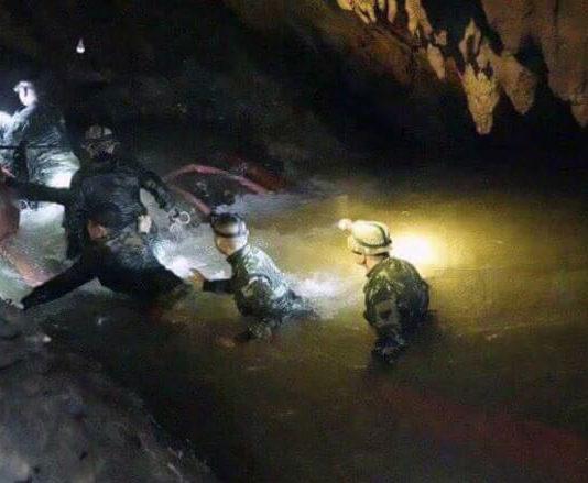 Evacuation grotte Thaïlande.